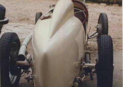 1 1933 Amilcar Monoplace 6 cyl. à compr. Mon père ''C.A. Martin'' à 84 ans, au volant en 1986 Expo. à Caen, Claude Leboulanger. Vue du plus bel arrière-train d'un Monoplace de course. 2