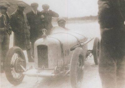 1925 -- 05 Morel aux essais de l'Amilcar CO, 1100, 6 cyl. à 173 km-h. à Montlhéry sans compresseur, 75 ch. à 6.500 tr-mn, constaté par Pierre Chan, Photographe-Reportaire. 2