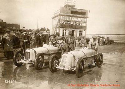 1927 14-15 08 Meeting du 1er GP Paris 24 h. Linas-Montlhéry. Course des 1100, Amilcar MCO GH, 1er Martin n°14 et Morel 2ème MCO étroit, n°12. Course des Dames, Junek-Bugatti 2300