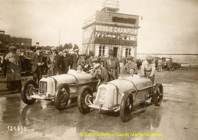 1927 14-15 08 le 1er GP de Paris de 24 h. à Linas-Montlhéry. Course des 1100 ; Amilcar MCO GH 1er Martin n°14 et 2ème Morel MCO étroit n°12. Junek-Bugatti 2300cc. 4