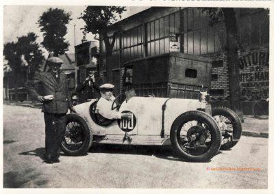 1930 07-09 06 Le Bol d'Or à Saint-Germain en Laye. Mon Père, C.A. Martin dans l'Amilcar C.O. n°100, devant son Garage à La Garenne-Colombes. 1