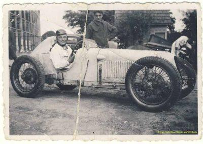 1932 Mon père au volant du MCO 1500 à l'arrivée d'une compétition à Linas-Montlhéry. 1