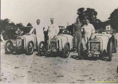 1933 Montlhéry. Equipe Amilcar de l'Ours Martin. n°23 C.A. Martin et Dosse, Bodoignet n°26 et Poiré n° 27. 2