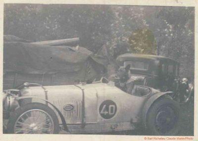 1935 18-19 05 Bol d'Or. Amilcar C.A. Martin C6-4 n°40 d'Elliével. Rita second Pilote et solide gardien (berger allemand au volant). 1