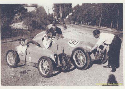 1947 18 09 le MCO 1500. le Grand Père Auguste Martin, C.A. Martin (son fils à la manivelle) et ses 2 enfants Michel et Claude (moi-même). 2