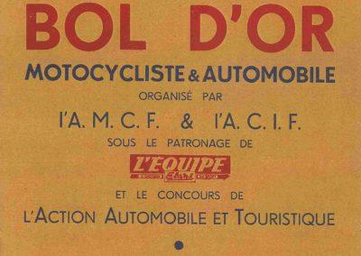 1952 07-09 06 le 24ème Bol d'Or à Montlhéry. C.A. Martin 1er Cat. Simca Aronde 2122 km., n°5. Le Jamtel Redex, accident sur Porsche. 1
