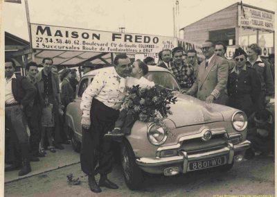 1952 07-09 06 le 24ème Bol d'Or à Montlhéry. C.A. Martin 1er Cat. Simca Aronde 2122 km., n°5. Le Jamtel Redex, accident sur Porsche. 4