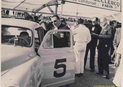 1952 07-09 06 le 24ème Bol d'Or à Montlhéry. C.A. Martin 1er Cat. Simca Aronde 2122 km., n°5. Le Jamtel Redex, accident sur Porsche. 5