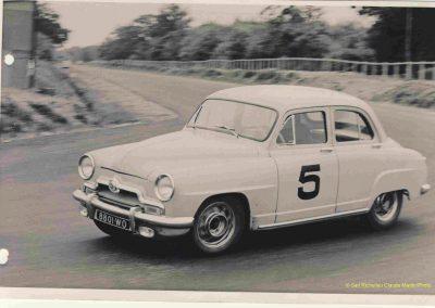 1952 07-09 06 le 24ème Bol d'Or à Montlhéry. C.A. Martin 1er Cat. Simca Aronde 2122 km., n°5. Le Jamtel Redex, accident sur Porsche. 6