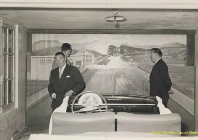 1952 A.B.C. Auto-Ecole. Aronde découpée, statique, mais moteur, vitesses, embrayage, freins, clignotants et panneaux signalitiques fonctionnants. 1_
