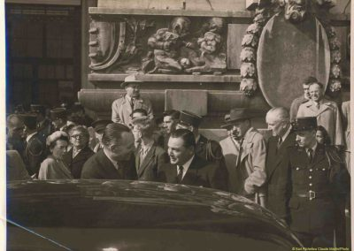 1957 10 Salon de l'Auto à Paris, C.A. Martin avec Monsieur Louvel, Ministre au Commerce et de l'Industrie. 2