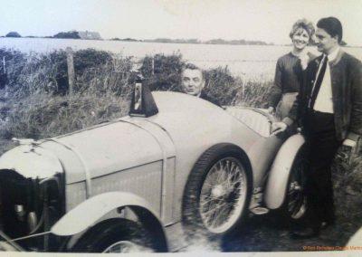 1970 -- 05 Rencontre Amilcar à Brigthon chez les frères XXX, Angleterre. Trophée annuel. Mon Père C.A. Martin, Bernadette et moi-même (Claude). 2