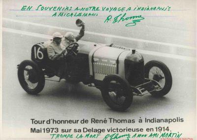1973 30 05 René Thomas à bord de sa Delage 1914, pilotée par de Paolo (lui-même âgé de 70 ans, fils du vainqueurd 1925) sont salués par une foule immense. 3