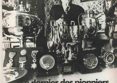 1973 30 05 René Thomas derrière ses principales Coupes, Trophées et médailles. 1